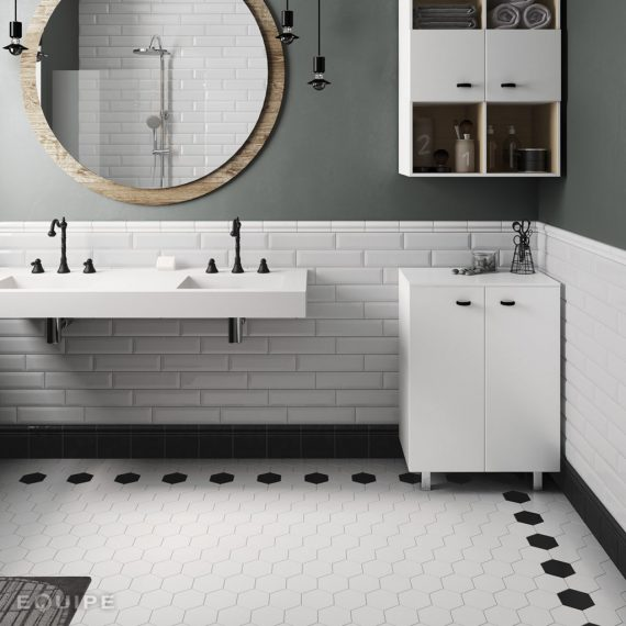 Scale-hexagon-porc-white_black-bathroom_MOD-1024×1024